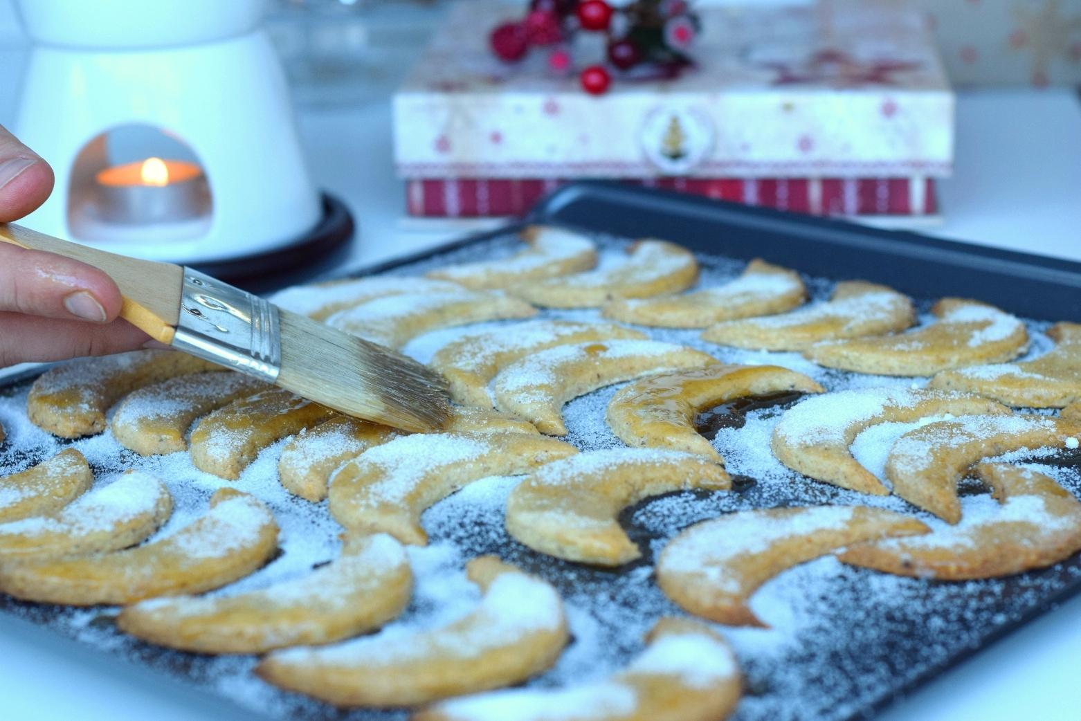Brushing-Christmas-cookies