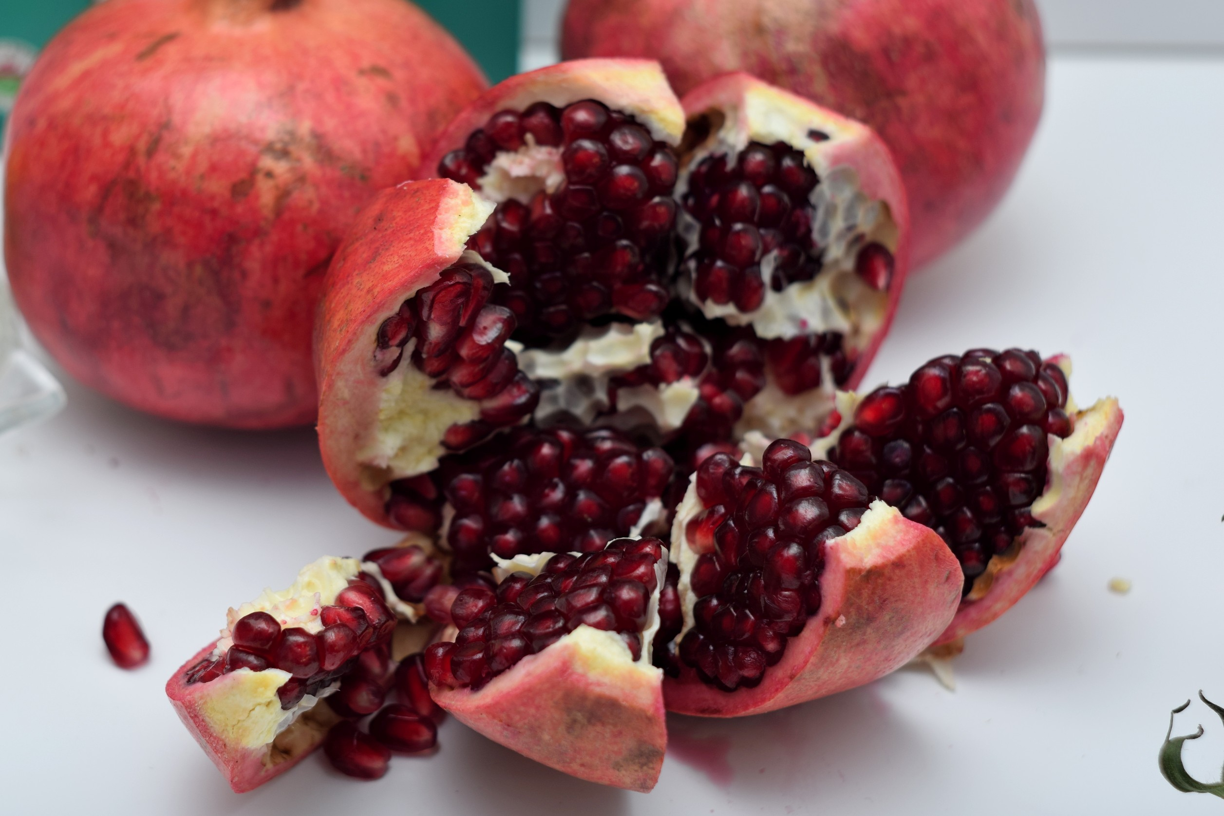 Pomegranate-open-to-be-seeded