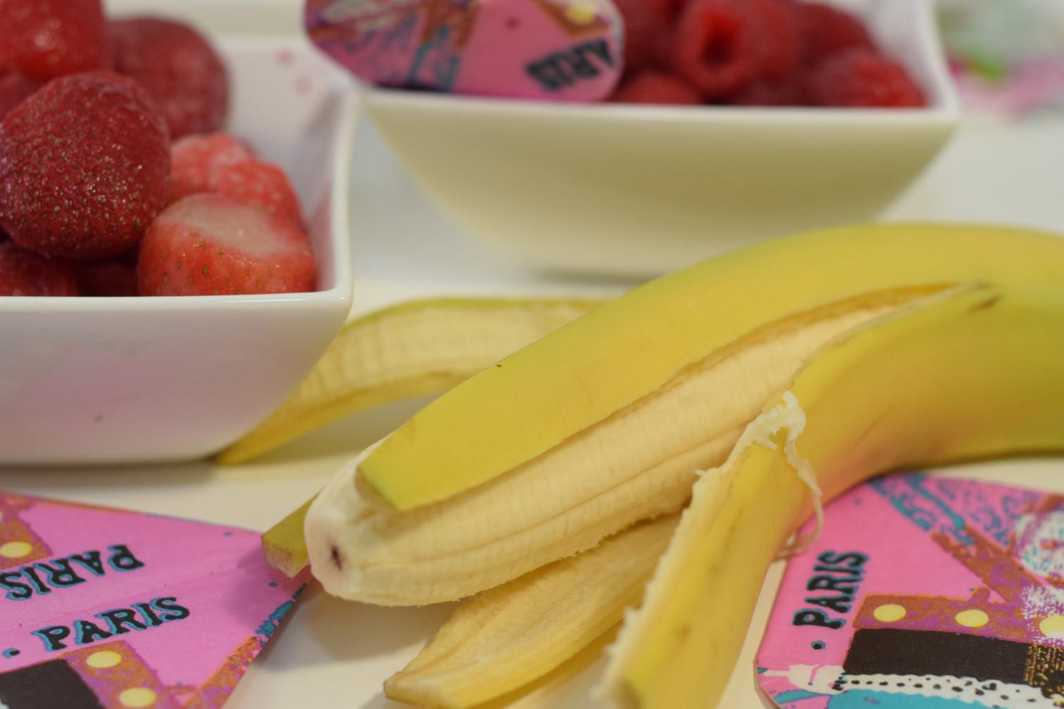 almond milk berry smoothie for valentine breakfast recipe04