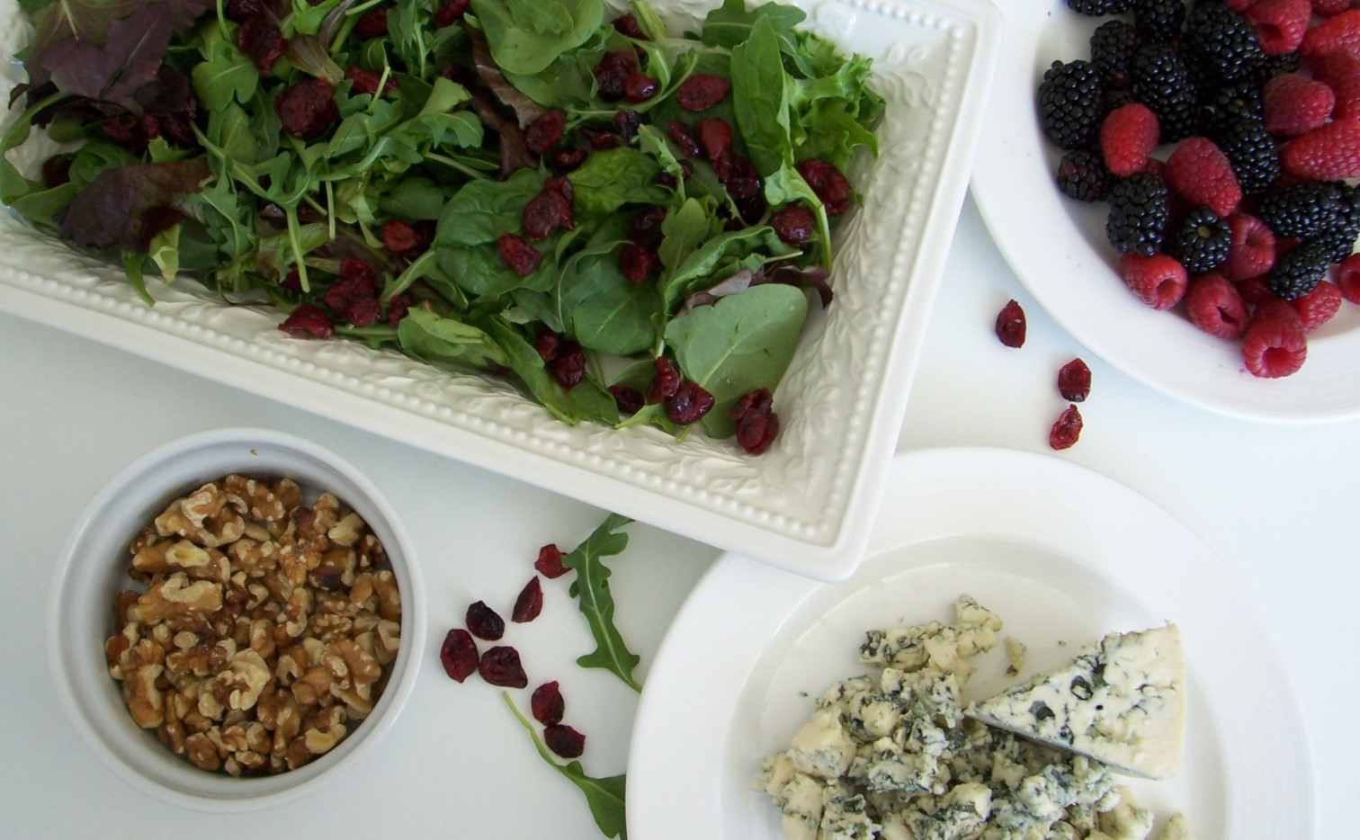 arugula berries salad with blue cheese recipe 04