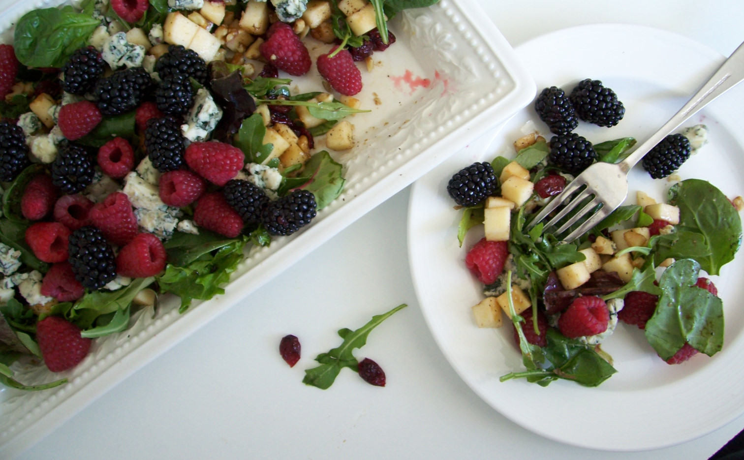 arugula berries salad with blue cheese recipe05