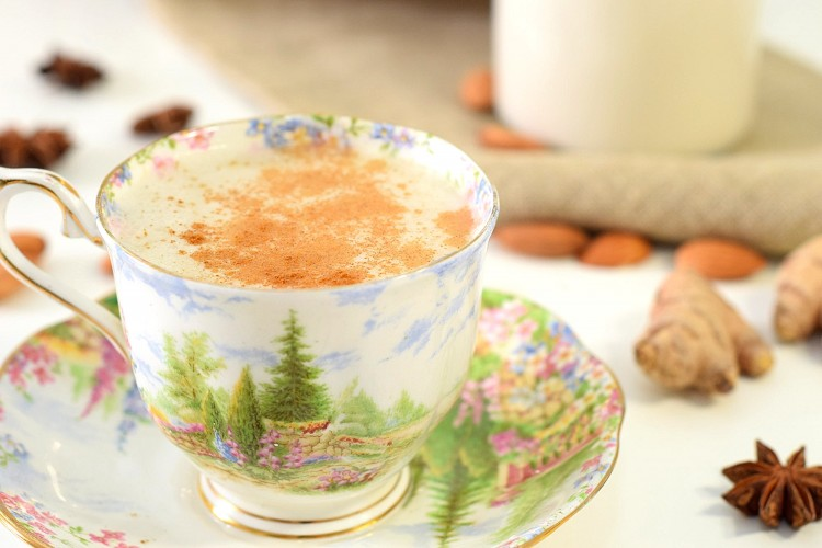 Detoxifying Dandelion Latte with Almond Milk