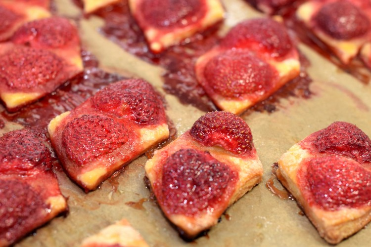 Easy Bake Strawberry Squares