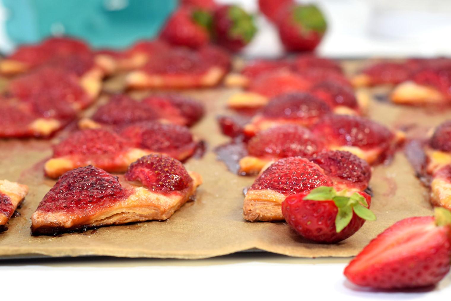 easy bake strawberry squares recipe02