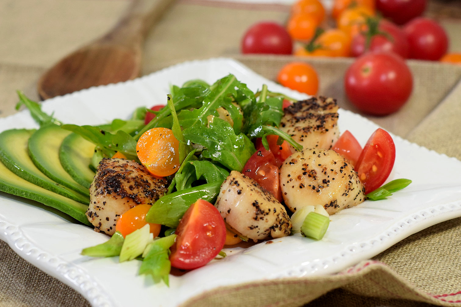 seared scallops avocado tomato salad recipe04